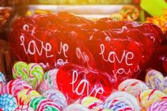 Lucette en forme de coeur avec amour de mot sur le marché en plein air Photos stock