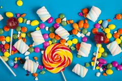 Lucettes colorées et différent colorés autour de la sucrerie Vue supérieure image libre de droits