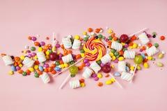 Lucettes colorées et différent colorés autour de la sucrerie Vue supérieure images libres de droits