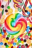 Lucettes colorées et différentes sucreries Photo libre de droits