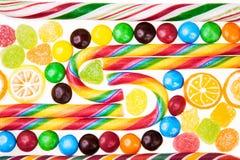 Lucettes colorées et différentes sucreries Image stock