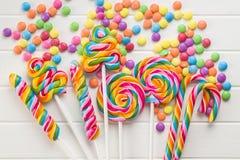 Lucettes colorées et sucrerie douce images libres de droits