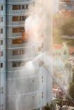 Lucha contra el fuego en alta subida Fotos de archivo