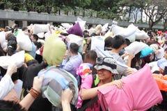 Lucha de almohada internacional de Hong Kong 2013 Imagen de archivo libre de regalías