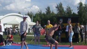 Lucha de la danza del entrenamiento de Capoeira Cámara lenta almacen de metraje de vídeo