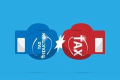 Lucha de los guantes de boxeo azules y rojos, del impuesto y del concepto del negocio Fotografía de archivo