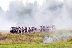 Lucha de los soldados en humo Imagenes de archivo