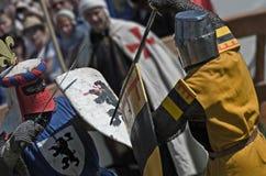 Lucha del caballero en festival de la cultura medieval Foto de archivo libre de regalías