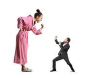 Lucha entre la mujer y el hombre de griterío Imagen de archivo libre de regalías