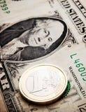 Lucha euro del dólar Imagenes de archivo