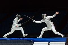 Lucha interesante en el campeonato del mundo en el cercado Foto de archivo