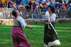 Lucha medieval de la mujer Foto de archivo