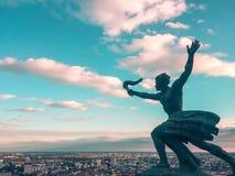 Lucha para la estatua de la verdad fotografía de archivo libre de regalías