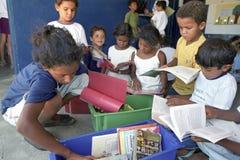 Luche contra analfabetismo a través de la biblioteca móvil, el Brasil Fotografía de archivo libre de regalías