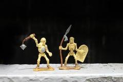 Luche el esqueleto con el cráneo humano en la noche, aún estilo de vida Fotos de archivo