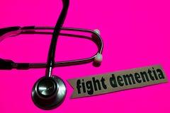 Luche la demencia en el papel con el concepto de seguro de enfermedad fotografía de archivo libre de regalías