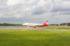 Lucht Berlin Boeing 737 land Stock Afbeeldingen