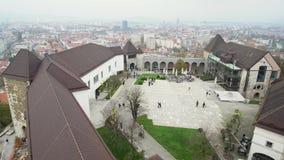 Lucht buitenmening van het Kasteel van Ljubljana stock video