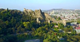 lucht Cityscape van Tbilisi de Narikala-vesting georgië stock videobeelden