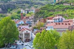 Lucht de horizonmening van Tbilisi, Georgië met oude traditionele en moderne huizen Royalty-vrije Stock Foto