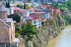 Lucht de horizonmening van Tbilisi, Georgië met oude traditionele huizen Stock Foto