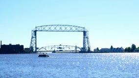 Lucht de Liftbrug en Kanaal van Duluthminnesota aan Haven met ponton