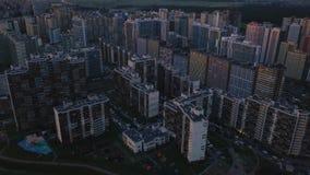 Lucht de onderzoeks dicht bouw ongunstig gebied Top down menings grijze vuile straten stock video