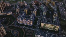 Lucht de onderzoeks dicht bouw ongunstig gebied Top down menings grijze vuile straten stock footage