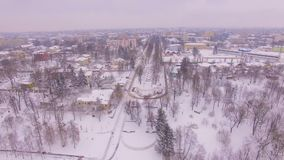 Lucht de winterzonsopgang bij kleine stad stock videobeelden