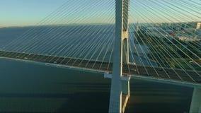 Lucht geschotene Hommel het tonen van brug stock videobeelden