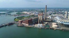 Lucht geschotene industriële elektrische centrale stock footage