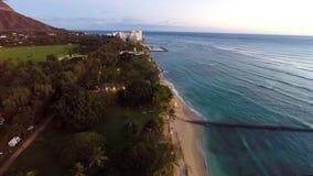 Lucht het overzien Waikiki Strand stock video