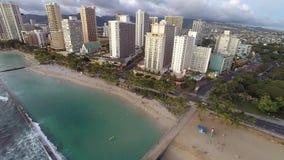 Lucht het overzien Waikiki Strand stock footage