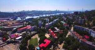 Lucht het stijgen mening van het woondistrict van Vladivostok Rusland stock video