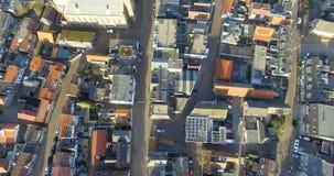 Lucht hoogste mening boven de daken van de huizen in Holland stock videobeelden