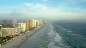 Lucht4k-lengte van Daytona Beach Florida tijdens zonsopgang stock videobeelden