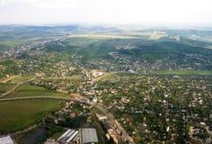 Lucht landschapsmening van een plattelandsgebied onder blauwe hemel. Moldova stock afbeeldingen