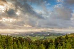 Lucht mening aan het eiland van San Miguel onder zware wolken Royalty-vrije Stock Afbeeldingen