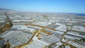 Lucht Mening De grootste concentratie van serres in de wereld Almeria, Spanje stock footage