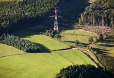 Lucht Mening: Elektrische Pyloon in het platteland Stock Afbeeldingen