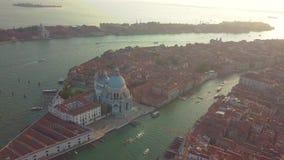 Lucht Mening Mooie Horizonzonsondergang in Venetië Grand Canal Italië stock videobeelden
