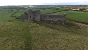 Lucht Mening Rochekasteel Dundalk ierland stock videobeelden