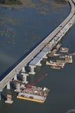 Lucht mening van brugbouw Stock Fotografie