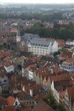 Lucht mening van de daken en de gebouwen van Brugge Stock Afbeelding