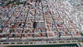lucht Mening van de hemel van dorp van Vili Real Santo Antonio en de Rivier van Guadiana stock footage