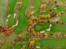 Lucht mening van een golfcursus stock afbeelding