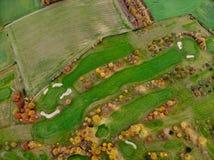 Lucht mening van een golfcursus stock foto's