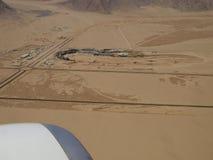 Lucht Mening van een kleine stad in de woestijn Stock Afbeeldingen