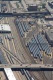 Lucht mening van geparkeerde treinen stock fotografie