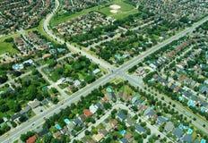 Lucht mening van kruising in woonwijk Stock Afbeeldingen
